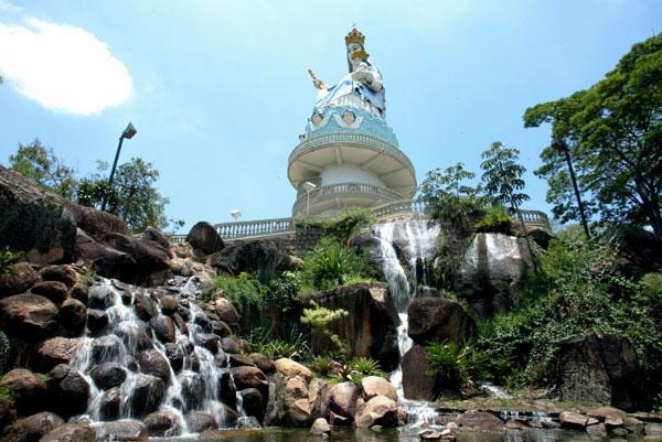 Monumento a Padroeira Salto SP